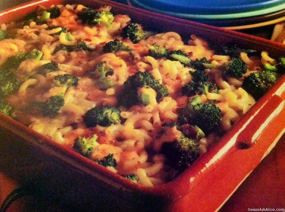 Cheesy Broccoli Macaroni Bake