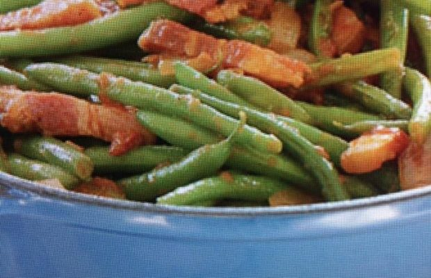 Flavorful Green Beans With Bacon And Tomatoes