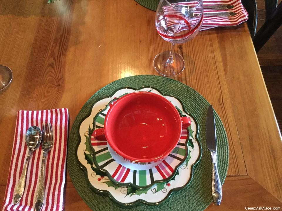 Downloads full (960x720) ... & table-set-for-my-christmas-dinner-with-my-family2 - Geaux Ask Alice!