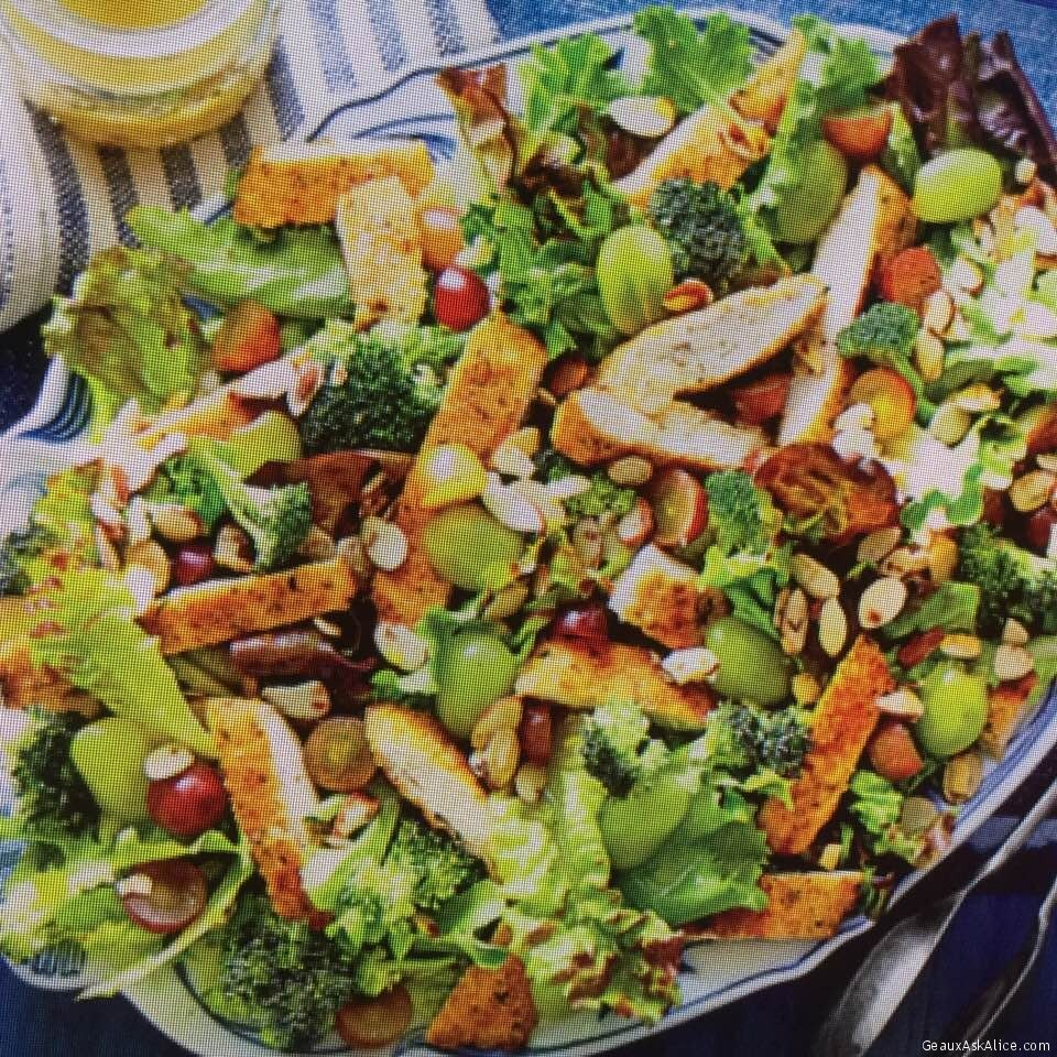 Gorgeous Chicken Salad With Grapes, Almonds And Broccoli
