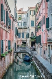 """Day 2 what we've learned - """"Drunk walking lost in Venice is no way to live"""" + its a 400 euro fine for mounting a lying 🤷🏻♂️🤣"""