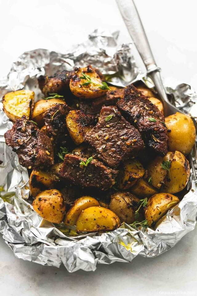 DELICIOUS STEAK AND POTATO FOIL PACKET MEALS