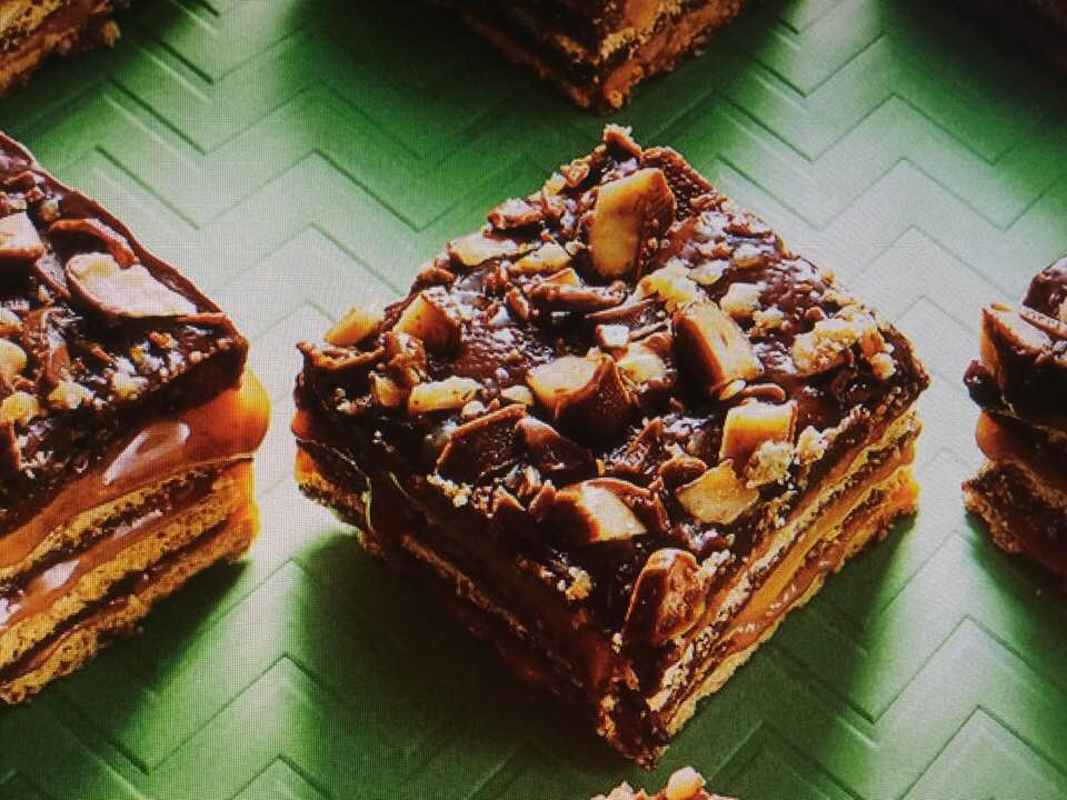 Gooey No-Bake Fudgy Toffee Bars