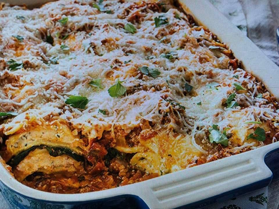 Paula Deen's Meaty Spinach Ravioli Bake
