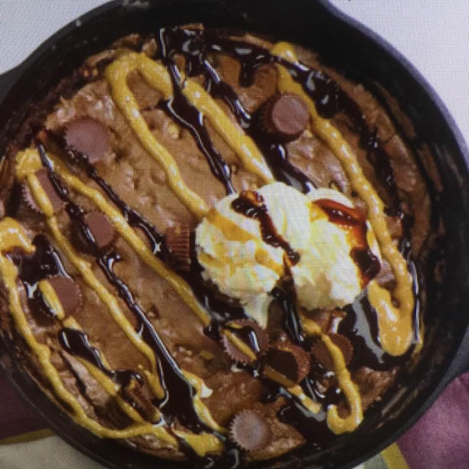 Gooey Peanut Butter Chocolate Chip Skillet Cookie