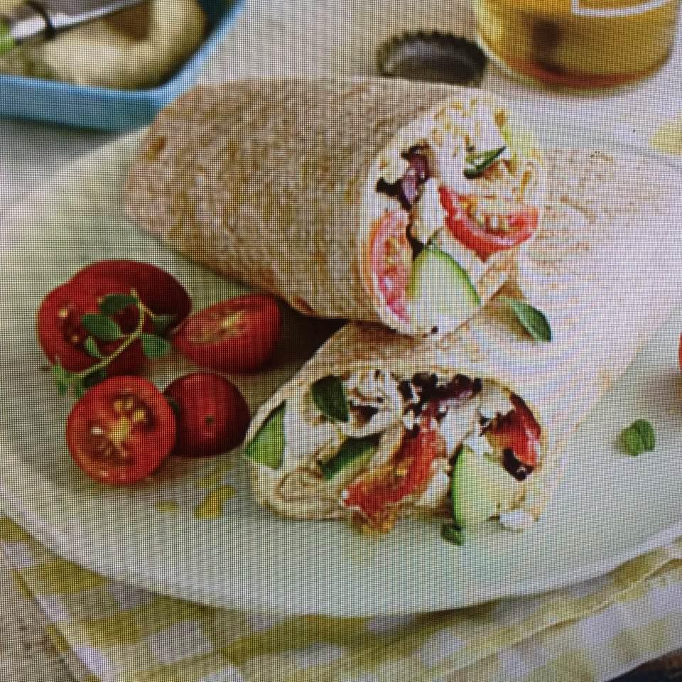 Robust Greek-Style Chicken Wraps