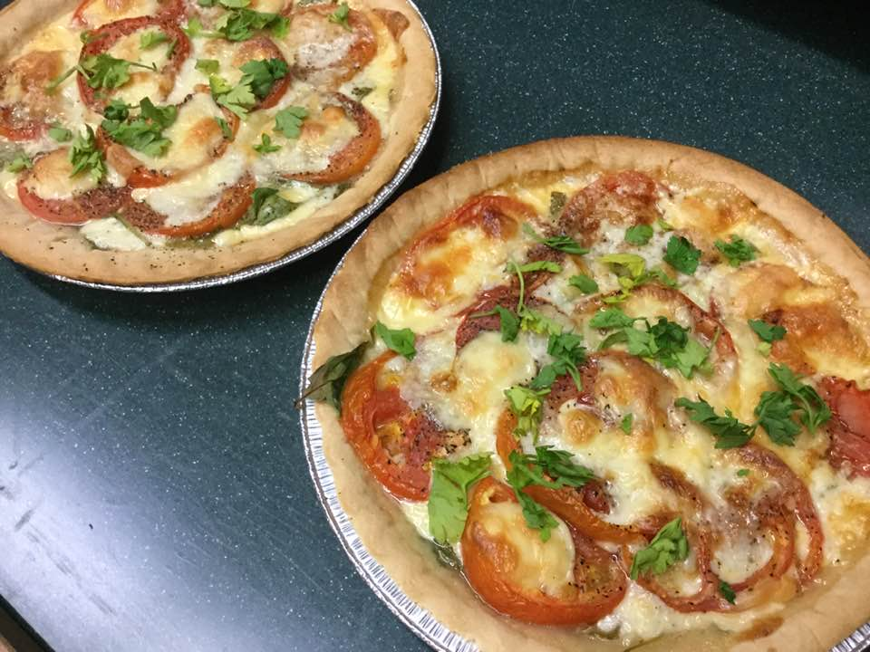 Wonderful Fresh Tomato, Spinach And Cheesy Pie