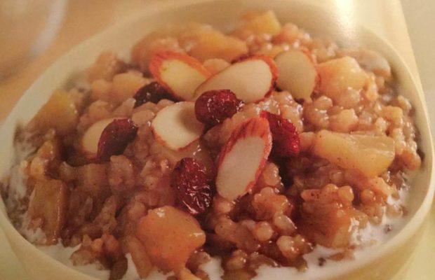 Crockpot Apple Cinnamon Breakfast Bowl